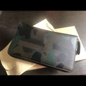 BURBERRY | Men's Camo Check Zip-around Wallet